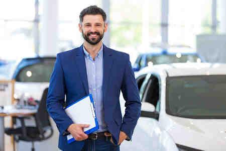 Quelle est la commission d'un vendeur automobile?