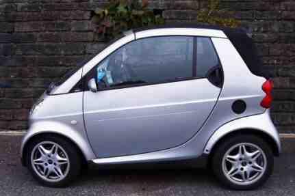 Qui peut conduire une voiture sans permis 2 places?