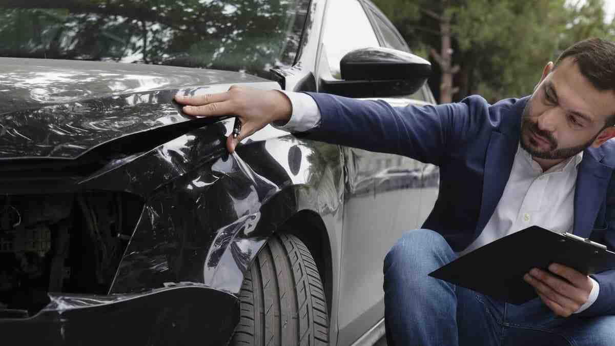 Comment assurer la voiture pendant un mois?