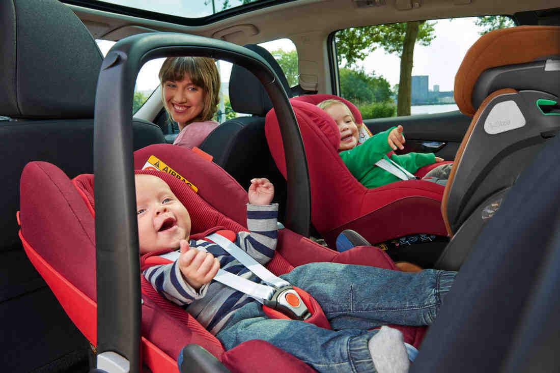 Quelle voiture avec 3 sièges auto?