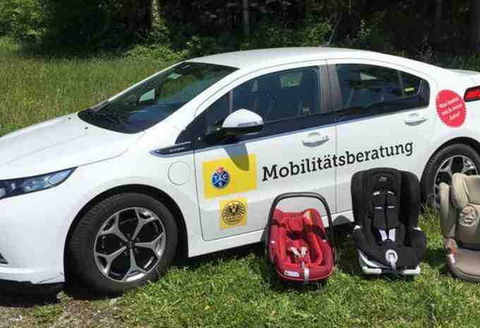 Quelle voiture peut accueillir 3 sièges auto?