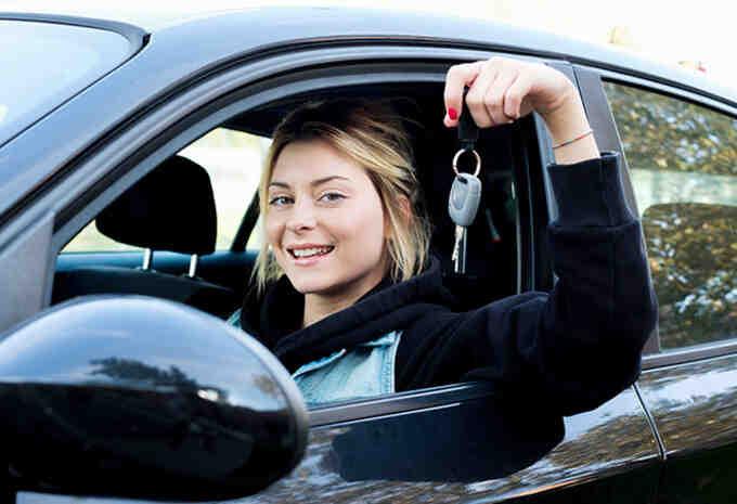Comment pouvez-vous attacher quelqu'un à sa voiture?